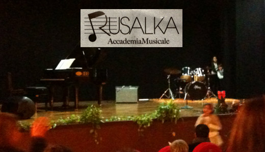 """Gradevole """"Concerto di Natale"""" al teatro comunale di Carosino"""