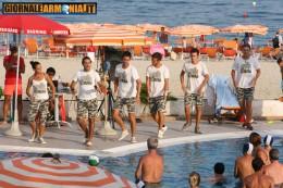 """Armonia al Villaggio Vacanze """"Estella Club"""" di Montepaone (Cz) Ritratto dell' affascinante ed impegnativo compito dei lavoratori dello spettacolo """"on the beach""""…"""