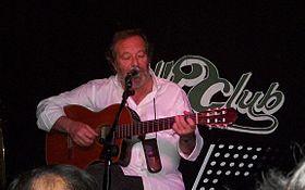 280px-Edoardo_De_Angelis_dal_vivo_al_Folkclub_(venerdì_29_aprile_2011)
