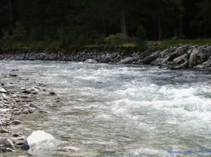 Nello scontro tra forze fatte  d' acqua l'uomo non ha scampo (6)