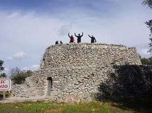 Foto. Trullo fortezza del Brigante Pizzichicchio a San Marzano (TA)