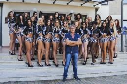 Le finaliste nazionali di Miss Motors col patron Bruno Dalto