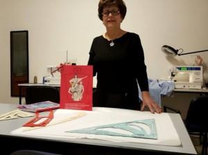 La stilista Franca Parisi a lavoro con il brevetto