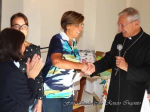 la-prof-sa-francesca-la-neve-e-il-vescovo